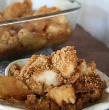 Apple Brown Betty Recipe- Easy and cheap dessert recipe to make. Apples bakes with graham crackers, butter and brown sugar From TheGraciousWife.com