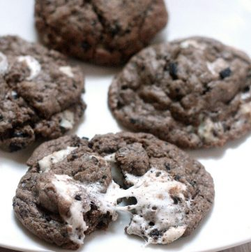Marshmallow Oreo Chip Cookies are a sort of everything-but-the-kitchen-sink chocolate cookie recipe with gooey, sticky marshmallows, Oreos, and Cookies 'N Cream Bars. Made with pudding mix these cookies are very moist and soft.  These would be great to try out for a Christmas Cookie recipe this year!
