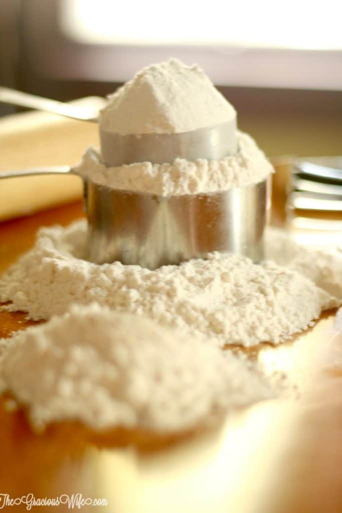 A helpful Cake Flour Substitute guide for when you don't have any on hand. Simple and easy, with just 2 ingredients, but super effective. Sure to make your cake amazing!   cooking hacks   kitchen hacks   life hacks