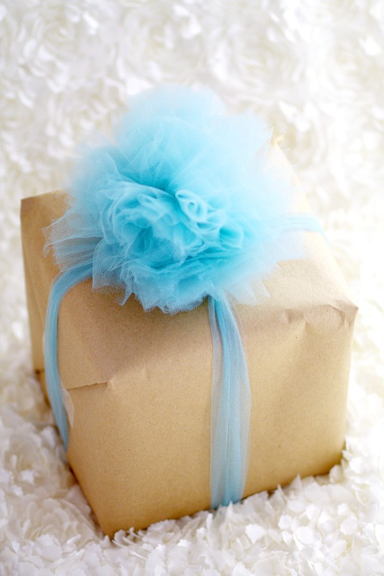 diy tulle gift bow tutorial