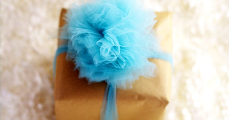 Learn how to make a beautiful and totally easy DIY Tulle Gift Bow with this easy Diy crafts tutorial to add a pretty finishing touch to all of your gifts. Perfect for Christmas gifts, birthday gifts, baby shower gifts, wedding shower gifts, and MORE! This is so pretty! Can't wait to try it!