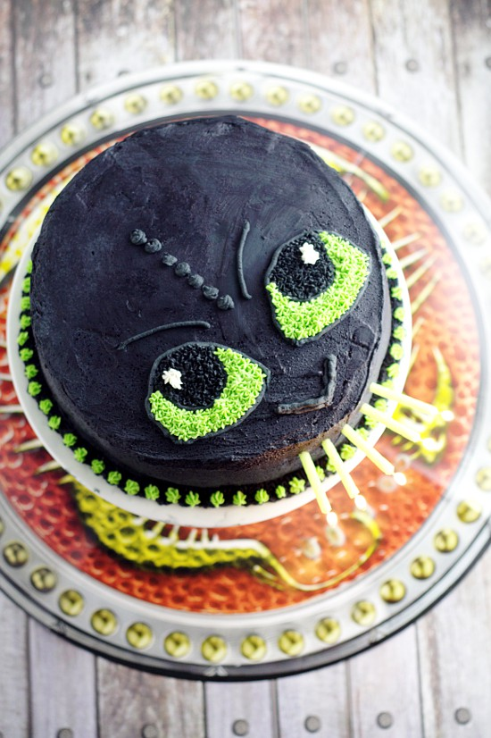 Easy Toothless Birthday Cake tutorial. Make your little Dragon-Trainer-in-Training happy with this simple but awesome fire-breathing DIY Toothless Cake.  Do it yourself with a full tutorial and supply list!