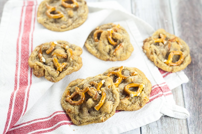 Toffee Pretzel Cookies Recipe -Chewy, gooey Toffee Pretzel Cookies recipe with crunchy and sweet toffee bits and salty pretzel pieces for a salty-sweet flavor all inside a classic chewy cookie. Love that these have some yummy Fall flavors but would also be perfect for a Christmas cookies recipe exchange.