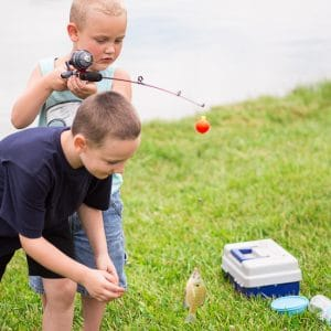 7 Reasons to Take Your Family Fishing - Whether you love fishing or not, it can be a great activity for your family to get outside, bond, and have some fun this year. Here are 7 Reasons to Take Your Family Fishing even if you don't like the worms! Parenting Tips