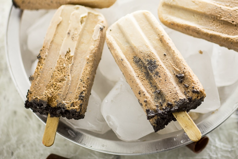 Creamy Chocolate Pie Pops Recipe - Make this quick and easy no bake dessert Creamy Chocolate Pie Pops recipe with just 2 ingredients. These are SO good. Taste just like fudgsicles. Perfect homemade popsicle recipe for the Summer!