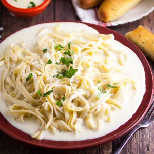 Homemade Alfredo Sauce Recipe -Make this rich and creamy Homemade Alfredo Sauce recipe that tastes as amazing as your favorite Italian restaurant, right in your own kitchen so that you can eat it whenever you want!